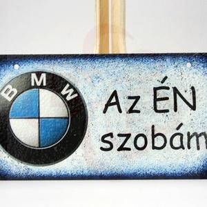 BMW fatábla ; BMW rajongóknak, Otthon & Lakás, Dekoráció, Ajtódísz & Kopogtató, Decoupage, transzfer és szalvétatechnika, BMW fatábla AZ ÉN SZOBÁM felirattal\n\nA saját BMW autód fényképével is!\nAjándék szülinapra, névnapra,..., Meska