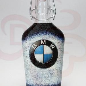 BMW csatosüveg ; BMW rajongóknak, Otthon & Lakás, Dekoráció, Díszüveg, Decoupage, transzfer és szalvétatechnika, BMW emblémás csatosüveg ( 0,2l  ) ;\n\nIgazán egyedi BMW ajándék, férjnek, barátnak születésnapra, név..., Meska