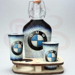BMW italosszett BMW rajongóknak, Otthon & Lakás, Dekoráció, Díszüveg, Decoupage, transzfer és szalvétatechnika, BMW italosszett ( 0,2 üveg+ 2 x 45 ml pohár + fatartó  ) BMW rajongóknak\n\nIgazán egyedi BMW ajándék,..., Meska