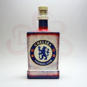 Chelsea FC nagy whiskys üveg ; Chelsea szerető apa, testvér, férj, barát számára, Otthon & Lakás, Dekoráció, Díszüveg, Decoupage, transzfer és szalvétatechnika, Chelsea FC emblémával díszített nagy italos üveg ( 0,5 l ) ;\n\nIgazán egyedi Chelsea szurkolói ajándé..., Meska