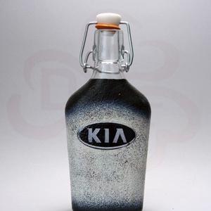 KIA emblémás csatosüveg ; A KIA márka rajongóinak ( 0,2 l ), Otthon & Lakás, Konyhafelszerelés, Üveg & Kancsó, Decoupage, transzfer és szalvétatechnika, KIA emblémás csatosüveg ; A KIA márka rajongóinak ( 0,2 l )\nA saját autód fotójával is elkészítjük.\n..., Meska