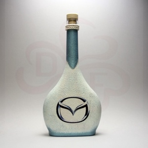 MAZDA pálinkás üveg ; Mazda autó rajongóknak, Otthon & Lakás, Dekoráció, Díszüveg, Decoupage, transzfer és szalvétatechnika, MAZDA pálinkás üveg ( 0,5l ) \n\nIgazán egyedi Mazda ajándék, férjnek, barátnak pálinkát kedvelőknek. ..., Meska