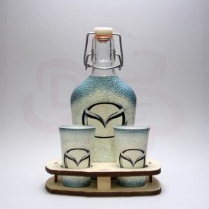 MAZDA italos készlet ; Mazda autó rajongóknak, Otthon & Lakás, Dekoráció, Díszüveg, Decoupage, transzfer és szalvétatechnika, MAZDA italos készlet ( 0,2l üveg + 2 x 45 ml pohár + fatartó ) \n\nIgazán egyedi Mazda ajándék, férjne..., Meska
