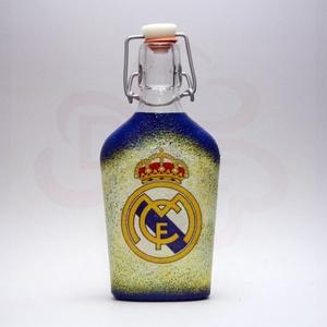 Real Madrid pálinkás csatosüveg ; Real futball szurkoló férfiaknak, Otthon & Lakás, Dekoráció, Díszüveg, Decoupage, transzfer és szalvétatechnika, Real Madrid pálinkás csatosüveg ( 0,2l ) futball szurkoló férfiaknak\n\nIgazán egyedi Real Madrid szur..., Meska
