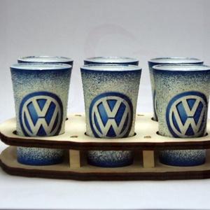 VOLKSWAGEN pohárszett ; Volkswagen autód fényképével is!, Otthon & Lakás, Konyhafelszerelés, Pohár, Decoupage, transzfer és szalvétatechnika, VOLKSWAGEN pohárszett ( 6 x 45ml +fatartó )\n\nA saját Volkswagen autód fényképével is! \nAjándék szüli..., Meska