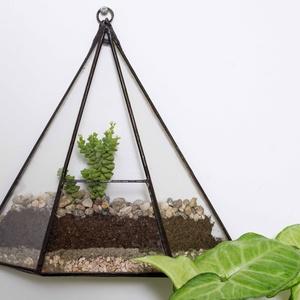Fali florárium Flat triangle, Otthon & Lakás, Dekoráció, Falra akasztható dekor, Üvegművészet, Tiffany technikával készült üveg fali florárium. Tetszés szerint berendezhető pozsgás növényekkel, m..., Meska