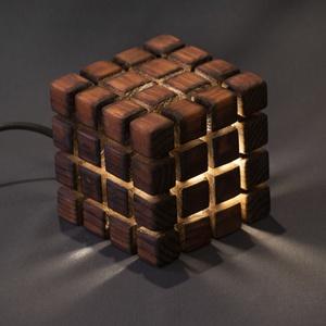 Cube, Otthon & lakás, Dekoráció, Lakberendezés, Lámpa, Asztali lámpa, Hangulatlámpa, Famegmunkálás, Kézzel készült, egyedi éjjeli / hangulatlámpa.\nEz a minimalista lámpa tökéletes hangulatként szolgál..., Meska