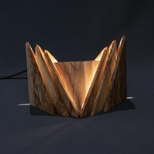 Crown, Otthon & lakás, Dekoráció, Lakberendezés, Lámpa, Asztali lámpa, Hangulatlámpa, Famegmunkálás, Kézzel készült, egyedi éjjeli / hangulatlámpa.\nEz a kőrisből készült minimalista lámpa tökéletes han..., Meska