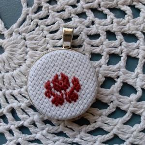 Medál, Ékszer, Medál, Hímzés, Medál rózsa mintával egy színben, méretei.2,5x2,5 cm. , Meska