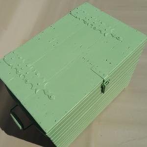 """Vintage hangulatú láda \""""L\"""", Dekoráció, Otthon & lakás, Lakberendezés, Tárolóeszköz, Láda, Festett tárgyak, Famegmunkálás, Újrahasznosított faanyagból készült, vintage hangulatú  zöld láda, díszes vasalattal. Otthona dekorá..., Meska"""