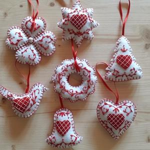 Karácsonyfadísz, Otthon & Lakás, Karácsony & Mikulás, Karácsonyfadísz, Varrás, Filc anyagból készült 7 darabos karácsonyfadísz készlet.\nKézzel hímzett , vatelinnel töltve.Az akasz..., Meska