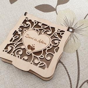 Névre szóló esküvői pénzátadó doboz, pénzátadó ajándék, Esküvő, Emlék & Ajándék, Doboz, Gravírozás, pirográfia, Famegmunkálás, Stílusos megjelenésű pénzátadó doboz, névre szóló gravírozással.\nEgyedi,  saját tervezésű pénzátadó ..., Meska