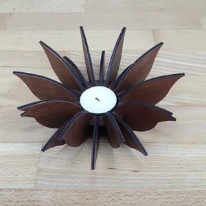 Lótusz virág gyertya tartó, mécses tartó fából, Otthon & Lakás, Dekoráció, Gyertya & Gyertyatartó, Famegmunkálás, Gravírozás, pirográfia, Lótusz virágot formázó, egyedi, fából készült gyertya tartó normál teamécses számára.\nA mécsestartó ..., Meska
