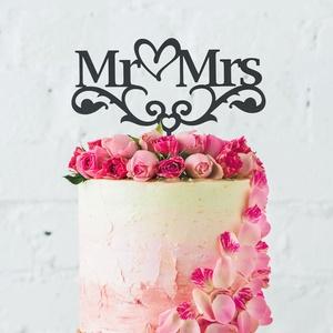 Mr és Mrs esküvői tortadísz, esküvői torta dekoráció, Esküvő, Dekoráció, Sütidísz, Famegmunkálás, Egyedi, elegáns, igazán dekoratív esküvői tortadísz fából.\nA dísz saját tervezés és készítés.\nKérhet..., Meska