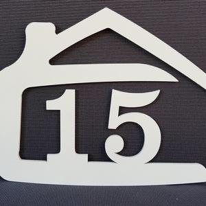 Házikó alakú házszámtábla, Otthon & Lakás, Ház & Kert, Házszám, Famegmunkálás, Gravírozás, pirográfia, Házszámtábla segítségével dekoratívvá teheti otthonát.\nFolyamatosan bővítjük a kínálatunkat, így igy..., Meska