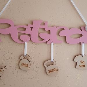 Babaköszöntő, Baba név, Baba névtábla, Otthon & Lakás, Dekoráció, Falra akasztható dekor, Famegmunkálás, Gravírozás, pirográfia, Babaköszöntő névtábla születési adatokkal.\nBabaköszöntésre, keresztelőre, születésnapra egyedi ajánd..., Meska