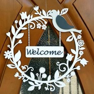 Tavaszi fa ajtódísz, Otthon & Lakás, Dekoráció, Ajtódísz & Kopogtató, Famegmunkálás, Gravírozás, pirográfia, Tavaszi ajtódísz A Welcome feliratot elképzelésed szerint tudjuk módosítani\nMérete: 30x30cm\nSzín: fe..., Meska
