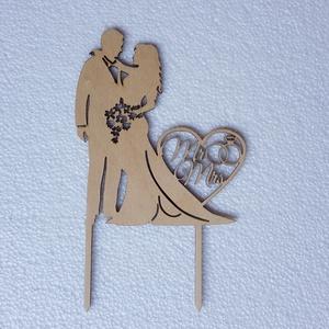 MR és MRS Esküvő tortabeszúró , Esküvő, Dekoráció, Sütidísz, Famegmunkálás, Gravírozás, pirográfia, Tortabeszúró dísz\nSzín: natúr fa, kérhető festve is \nMérete: 11,6*19\nAnyaga: nyír rétegelt lemez\nLéz..., Meska