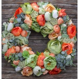 Tavaszi kopogtató, Otthon & Lakás, Dekoráció, Ajtódísz & Kopogtató, Virágkötés, Friss zöldek és élénk narancsok díszítik ezt a kb.30 cm-es virágos kopogtatót, mely igazán szépen mu..., Meska