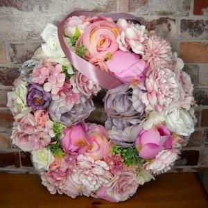 Virágos álom, Otthon & Lakás, Dekoráció, Ajtódísz & Kopogtató, Virágkötés, Prémium selyemvirágokkal díszített nagy méretű (kb.35 cm-es) tavaszi-nyári kopogtató keresi új ottho..., Meska