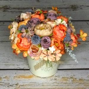 Virágos asztali, Otthon & Lakás, Dekoráció, Asztaldísz, Virágkötés, Kopott narancsok, barnás bézsek és lilák egy pici farmer kékkel egy rusztikus kaspóban. Magassága kb..., Meska