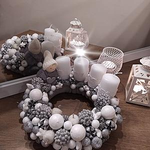 Adventi exclusive asztaldísz, szürke-fehér-ezüst színvilágban kb 24 cm, Otthon & Lakás, Karácsony & Mikulás, Adventi koszorú, Virágkötés, Adventi exclusív asztaldísz, koszorú, szőrmés alap szürke-fehér-ezüst színvilágban. Mérete: Kb 24 cm..., Meska