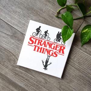 Stranger things vászonkép, Otthon & lakás, Dekoráció, Lakberendezés, Ünnepi dekoráció, Falikép, Fotó, grafika, rajz, illusztráció, Festészet, A kép jó minőségű, keretre feszített vászonra készül, mely közvetlenül falra akasztható. A mintát ké..., Meska