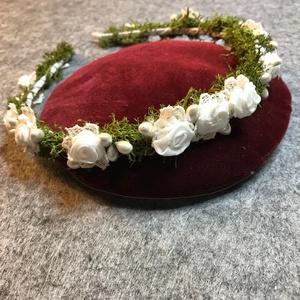 Menyasszonyi hajpánt a Meskáról, Esküvő, Hajdísz, Hajpánt, Valódi  natúr fehér selyemből készített rózsákkal díszített fém alapú hajpánt. A fém pánt matt fehér..., Meska