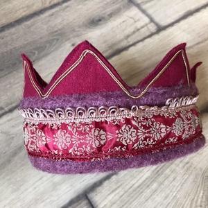 Bordó filc korona, Játék & Gyerek, Szerepjáték, Egyedi általam tervezett,( 49 cm belső kör hossza), bordó kevert szálas filcből készült korona. 5-6 ..., Meska