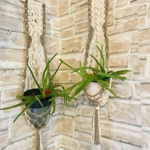 Makramé fali virágtartó, Otthon & Lakás, Csomózás, 100% újrahasznosított pamut fonalból készült makramé virágtartó, bambuszrúd felhasználásával. \n\nszín..., Meska