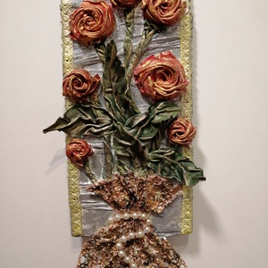 Rózsacsokor, Otthon & Lakás, Dekoráció, Újrahasznosított alapanyagból készült termékek, Szobrászat, Textilszobrászattal készült 3D-s fali kép, MDF lapra. \nMérete: 14 x 28 cm\nGyönyörű dísze lehet a lak..., Meska