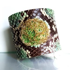 Zöld python mintás bőr karkötő fémzsinórral, Ékszer, Széles karkötő, Karkötő, Bőrművesség, Ékszerkészítés, Meska