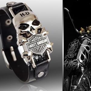Koponyás Harley Davidson férfi bőr karkötő, Ékszer, Karkötő, Ékszerkészítés, Bőrművesség, Nemesfém karkötő,bőr pántos, koponya  és szegecs díszítéssel. Harley Davidson motívum.\nA koponya ala..., Meska