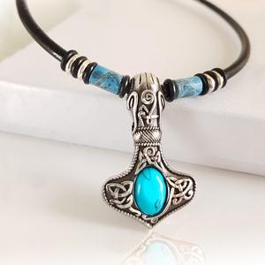 Turquoise Thor hammer nyaklánc , Ékszer, Nyaklánc, Férfiaknak, Bőrművesség, Ékszerkészítés, Ha szereted a különleges ékszereket, akkor ez a lenyűgöző kelta nyaklánc neked való!\nA kék türkinit ..., Meska