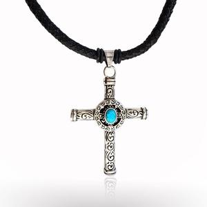 Jezus feszület  kékköves férfi nyaklánc, Medálos nyaklánc, Nyaklánc, Ékszer, Bőrművesség, \nA 6mm-es fekete fonott igazi  bőr zsinóron 2-2 gumigyűrű fogja közre a gyönyörű medált.\n A türkinit..., Meska