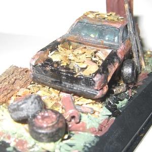 Dioráma Ford Capri 3 .OS 1:64 méretben asztali dísz, Otthon & Lakás, Dekoráció, Asztaldísz, Festészet, Festett tárgyak, Diorama Ford Capri 3 .OS 1:64 méretarányú, nagyon rozsdás autó\nKézzel festett, dioráma asztali dísz...., Meska