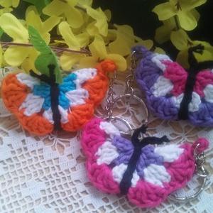 Pillangós horgolt kulcstartó, Egyéb, Kulcstartó, táskadísz, Táska, Divat & Szépség, Horgolás, Pillangó, tarka szárnyú pillangó...\nNagyon kedves horgolt pillangó kutacstartó, tárka dísz vagy kaba..., Meska