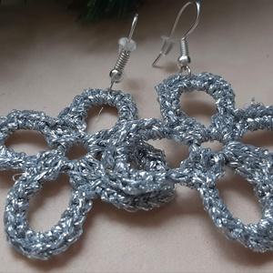 Ezüst, fehér  horgolt fülbevaló (designbybercica) - Meska.hu