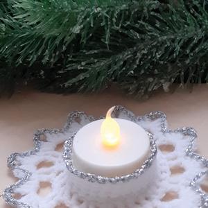 Horgolt mécses tartó, Otthon & Lakás, Karácsony & Mikulás, Karácsonyi dekoráció, Horgolás, Fehér és ezüst kombinációjú ez a horgolt mécses tartó, mely teljes keménységre lett kikeményítve, le..., Meska