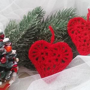 Horgolt szív karácsonyfa dísz, Szerelmeseknek, Ünnepi dekoráció, Dekoráció, Otthon & lakás, Egyéb, Horgolás, Horgolt szív karácsonyfadísz/ajándék kísérő.  Apró figyelmesség, kiváló ajándék kísérőnek is, pl. it..., Meska