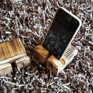 Fa telefontartó, Otthon & Lakás, Lakberendezés, Famegmunkálás, Sziasztok,\n\nSzuperszép fenyőfa telefontartó különböző megjelenéssel.\nFenyőfából készítjük, majd felü..., Meska
