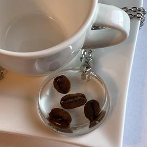 """Kávébab nyaklánc, Ékszer, Nyaklánc, Medálos nyaklánc, Ékszerkészítés, Kávészemek \""""üvegbe\"""" zárva.\nEgyedi medál, igazi kávébabok epoxyban.\nVidd magaddal a kávéhangulatot, b..., Meska"""
