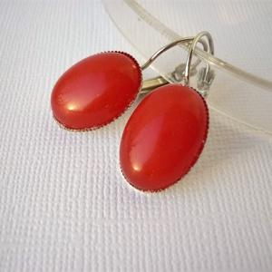Vörös grófnő - vörös jade francia kapcsos fülbevaló, Ékszer, Fülbevaló, Ékszerkészítés, \nKicsi -13x18mm-es ovális vörös jade kabosont helyeztem rá ezüstözött francia kapcsos fülbevaló alap..., Meska
