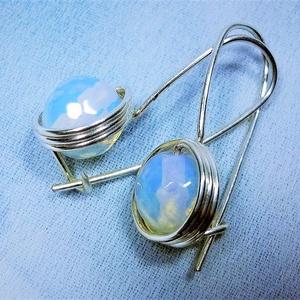 Hurkos opalit holdkő fülbevaló, Ékszer, Táska, Divat & Szépség, Fülbevaló, Esküvő, Esküvői ékszer, Ékszerkészítés, Egyszerű és biztonságos fülbevalót készítettem 8mm-es fazettált opalit  gyöngyből és ezüst ékszerdró..., Meska