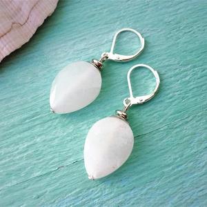 White jade csepp - csiszolt fehér jade ásvány fülbevaló - Meska.hu
