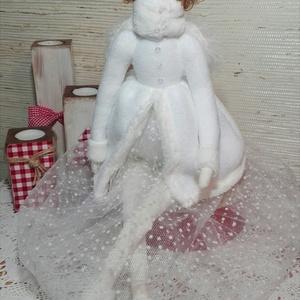 Tilda  téli angyal, Otthon & Lakás, Baba-és bábkészítés, Tilda téli angyal,ruhája  fehér  szőrme kabát, tüll szoknya, a kabát anyagából készült sapka.\nGazdag..., Meska