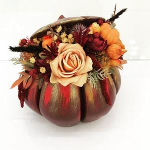 Őszi asztaldísz, Otthon & lakás, Lakberendezés, Asztaldísz, Virágkötés, Gipsz tökbe gyönyörű művirágokat száraz terméseket helyeztem el . Mérete 20-22 cm széles  A postakö..., Meska