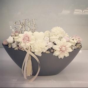 Tavaszi asztaldísz, Otthon & Lakás, Dekoráció, Asztaldísz, Virágkötés, Kerámia kaspóba termések közé selyemvirágokat és dekorokat helyeztem el .\nA postaköltségek a mindenk..., Meska