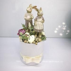 Tavaszi asztaldísz, Otthon & Lakás, Dekoráció, Asztaldísz, Virágkötés, Papír boxba gyönyörű selyem virágokat dekorokat  tettem .\nA postaköltségek a mindenkori díjszabás sz..., Meska