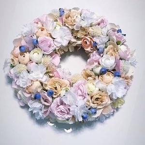 Virágos ajtódísz, Otthon & Lakás, Dekoráció, Ajtódísz & Kopogtató, Virágkötés, Az ajtódíszre rengeteg gyönyörű virág tettem.\n25alapon így megépítve majdnem 35cm . \nA postaköltsége..., Meska